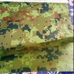 produsen cina grosir kamuflase timbul kain geotextile jas hujan untuk kain luar ruangan